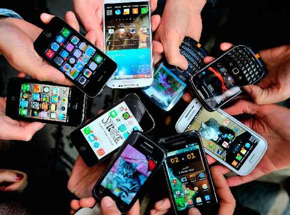 4G, pantalla grande y color negro: las características que los chilenos buscan en un smartphone