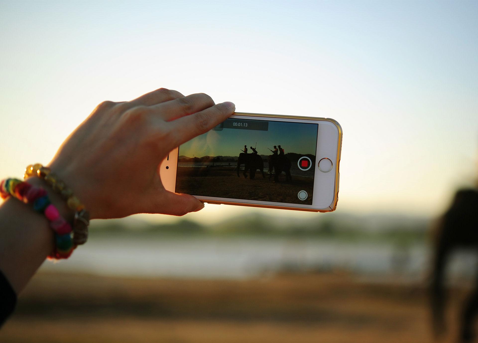 Sigue mi vida en directo: el arriesgado y lucrativo negocio de retransmitir tu día a día por internet
